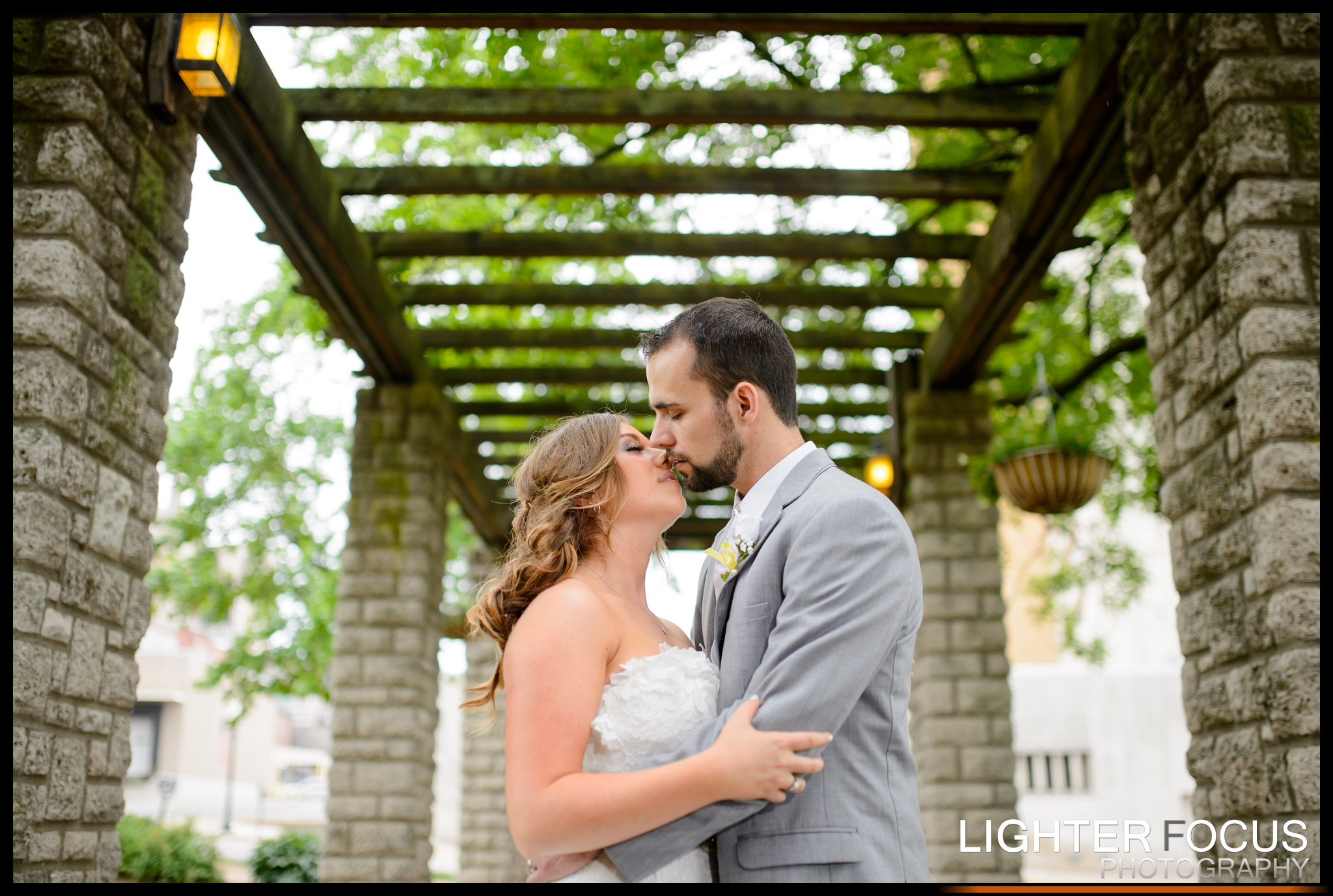 Shaun & Lauren | Jefferson City wedding at the Governor's Gardens | Lighter Focus Photography